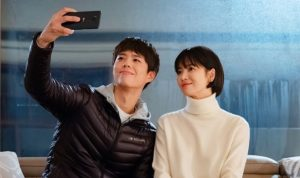 Song Hye Kyo tiết lộ phải tập thể dục để tự tin diễn cùng Park Bo Gum