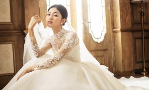 """Á hậu Thanh Tú """"làm cô dâu lần nữa"""" trong bộ ảnh áo cưới đẹp mơ màng như bước ra từ phim điện ảnh"""