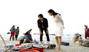 Việt Nam Mến Yêu: Bùi Nữ Kiều Vỹ dẫn Tim về thăm Đà Nẵng, gây náo loạn cả Chợ Cồn