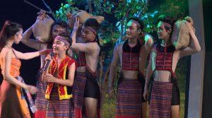Học trò Huỳnh Mến được khen thần thái như sao Bollywood