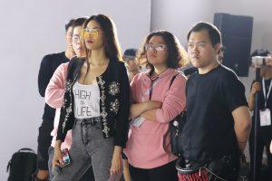 Lan Khuê 'đập tan' tin đồn bầu bí khi để lộ vòng 2 phẳng lì tại buổi tổng duyệt cho show diễn của NTK Lý Quí Khánh
