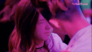 Video thành viên iKON hôn Jisoo được chia sẻ ầm ầm