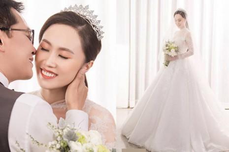 Ảnh cưới lung linh của NSND Trung Hiếu và vợ kém 19 tuổi