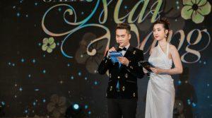 Hoa hậu Mỹ Linh duyên dáng làm MC cho chương trình Chào xuân cho công nhân