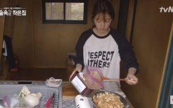 Còn gì bình yên hơn khi nhìn Park Shin Hye nấu ăn