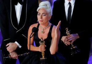 Lady Gaga bật khóc khi nhận giải Oscar đầu tiên sau 2 năm lỡ hẹn