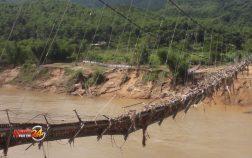 Hai cầu treo bị mưa lũ phá hủy treo lơ lửng trên Sông Mã
