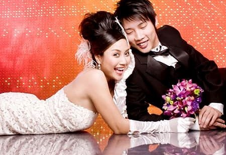 Ảnh cưới của vợ chồng Ốc Thanh Vân cách đây hơn 1 thập kỉ gây 'sốt'