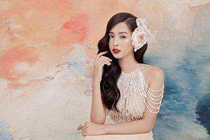 Hoa hậu Tiểu Vy lần đầu hóa thiếu nữ trong tranh đầy ma mị