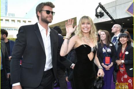 Đi sự kiện mừng anh chồng, Miley Cyrus thành tâm điểm vì quá gợi cảm