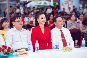 """Á hậu Kiều Loan khiến fan nức nở bởi màn """"hát chay"""" đỉnh cao"""