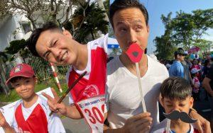Màn đụng độ lần đầu tiên của Cường Đô La và Kim Lý, cùng đưa Subeo đi chạy marathon gây quỹ từ thiện
