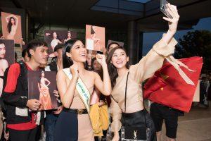 Á hậu Kiều Loan mang 150kg hành lý tham gia Miss Grand International