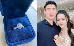 Bạn gái Duy Mạnh khoe nhẫn kim cương to vật vã, đon đả rep comment hứa mời cưới bạn bè: Sắp có happpy ending rồi?
