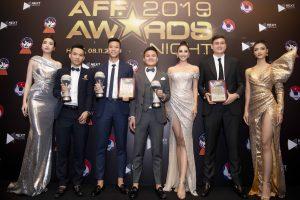 Hoa hậu Tiểu Vy rạng rỡ selfie cùng  Đặng Văn Lâm, Đỗ Mỹ Linh, Kiều Loan khoe sắc bên dàn cầu thủ