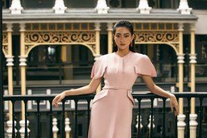 """Không cần phải """" thời trang bất chấp thời tiết"""" nữa, Hoa hậu Lương Thùy Linh gợi ý trang phục thu đông phù hợp mà """"đẹp lạ"""""""