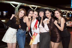 Bà Phạm Kim Dùng cùng dàn bông hậu đổ bộ sân bay tiễn Á hậu Thúy An lên đường đến với Miss Intercontinental