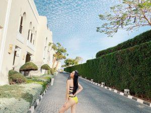 """Á hậu Thúy An khoe dáng """"nuột nà"""" với bikini vàng bắt mắt tại Miss Intercontinental"""