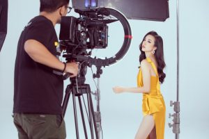 Á hậu Thúy An tự tin, rạng rỡ trong clip tự giới thiệu gửi tới Miss Intercontinental