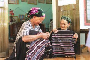 Việt Nam mến yêu: Độc đáo thổ cẩm của người H'rê