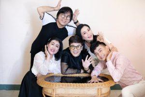 Thành Lộc, Thanh Thủy 'cosplay' lại cách tạo dáng huyền thoại ngày xưa của nhóm Líu Lo