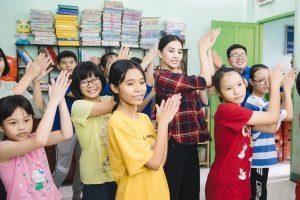 """Tiểu Vy cùng các em nhỏ nhảy """"Vũ điệu rửa tay"""" phòng chống bệnh dịch"""