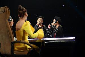 """Cặp đôi triệu view khiến Yến Trang hết """"bàng hoàng"""" đến """"bái phục"""" vì hát quá hay"""