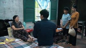 Mẹ ghẻ tập 8: Chuyện tình dang dở sau 10 năm, Phong thuê người yêu cũ làm giúp việc nhà