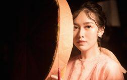 Làm vedette trong BST mới của mẹ, Tường San hóa thành nàng thôn nữ dịu dàng