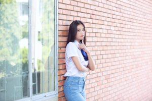 Hoa hậu Tiểu Vy ăn mặc giản dị như nữ sinh gây bão vì quá đỗi xinh đẹp