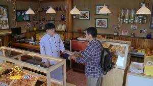 Vua bánh mì tập 20: Ông Đạt giới thiệu kẻ bắt cóc tình nhân cũ đến tiệm bánh của thầy mình