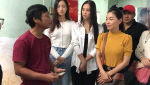 Tiểu Vy, Lương Thuỳ Linh xót xa khi đến thăm người dân Quảng Ngãi sau cơn bão số 9
