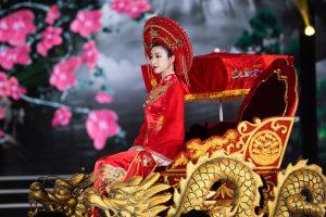 Đỗ Mỹ Linh quyết tâm ăn chay hóa thân Thánh Mẫu trong trang phục áo dài của NTK Trần Thiện Khánh
