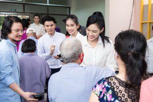 Top 3 Hoa Hậu Việt Nam 2020 và Người đẹp Nhân ái thực hiện chuyến đi từ thiện đầu tiên sau đăng quang