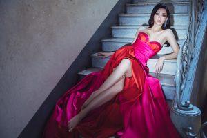 Miss World – Việt Nam đầu tiên – Lương Thùy Linh khoe vòng 1 cùng đôi chân cực phẩm trong bộ ảnh mới