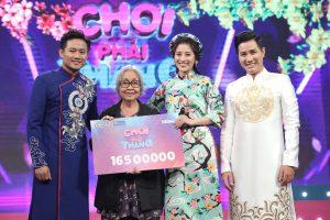 Quý Bình & Tố My tặng thêm tiền cho nghệ sĩ cải lương giải nghệ dịp đầu xuân Tân Sửu