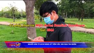 Người dân TP.HCM đăng ký tiêm vắc xin qua tin nhắn